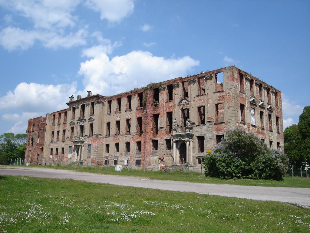 Senioren-WG-in-Muenchen-Munchen-Munich-Wir-bauen-uns-ein-Schloss-Zerbst_Schlossruine